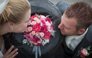 bruidsboeket biedermeier rozen anjer roze
