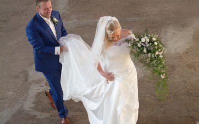 bruidsboeket wit groen druppel rozen gipskruid
