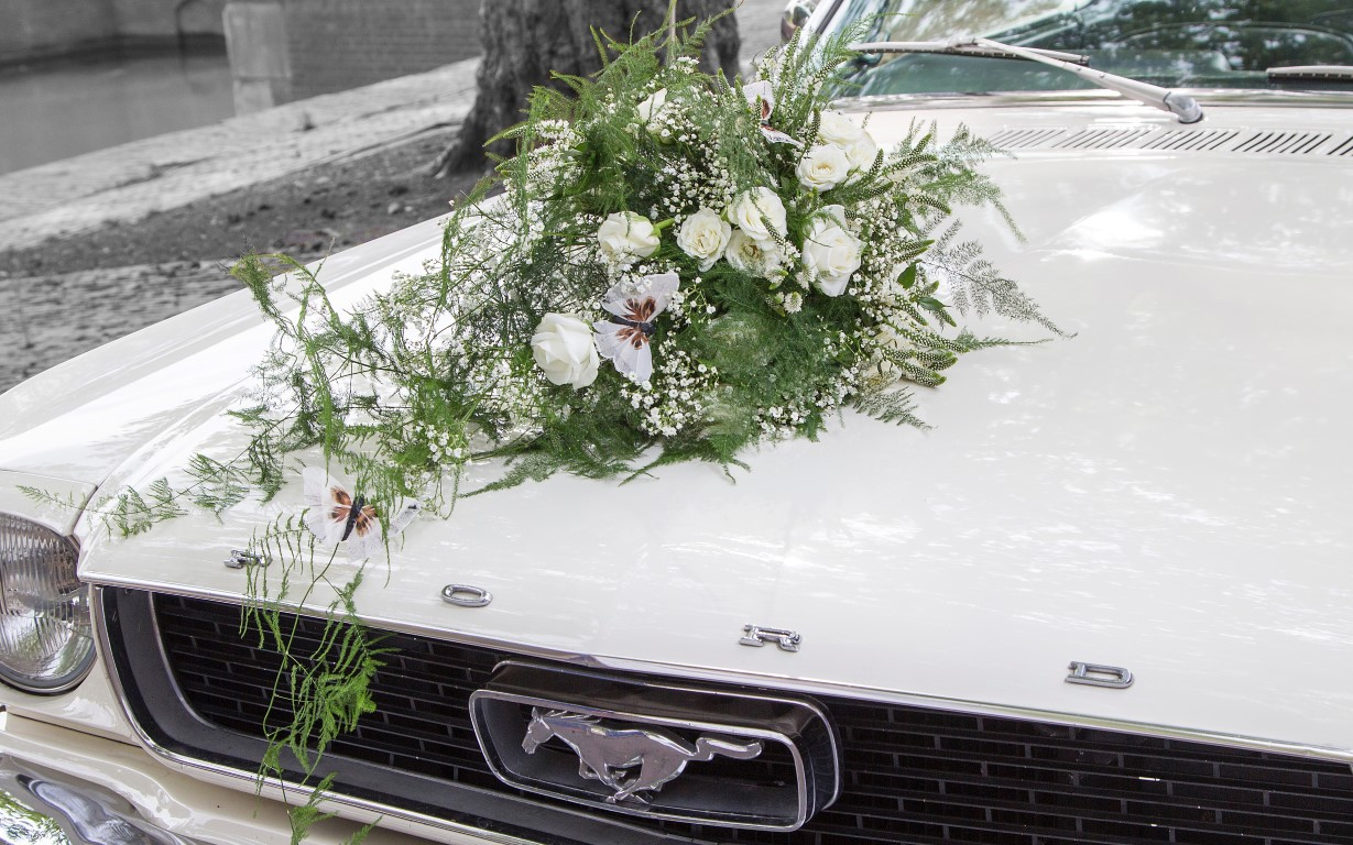 bruidsbloemen auto Ford wit IJsselstein