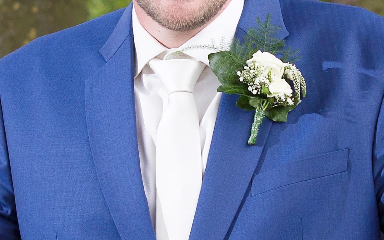 corsage wit rozen IJsselstein